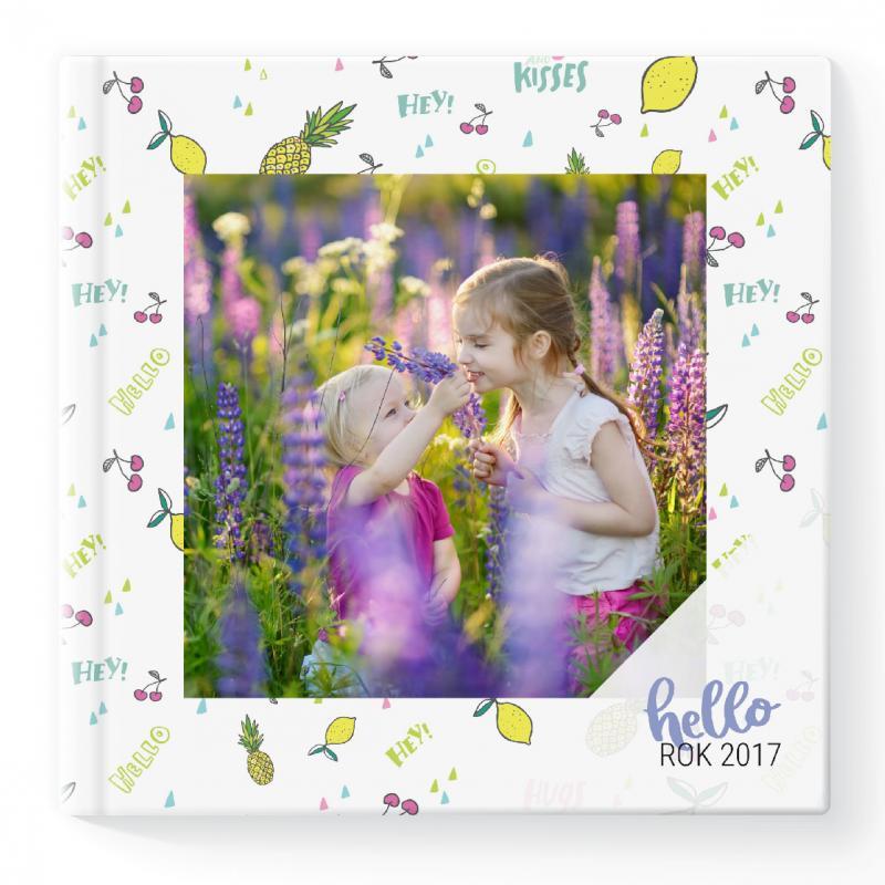 Umiechnij się! Spójrz na zdjęcie Twojego radosnego dziecka. Fotoksiążka to idealne miejsce na takie fotografie!